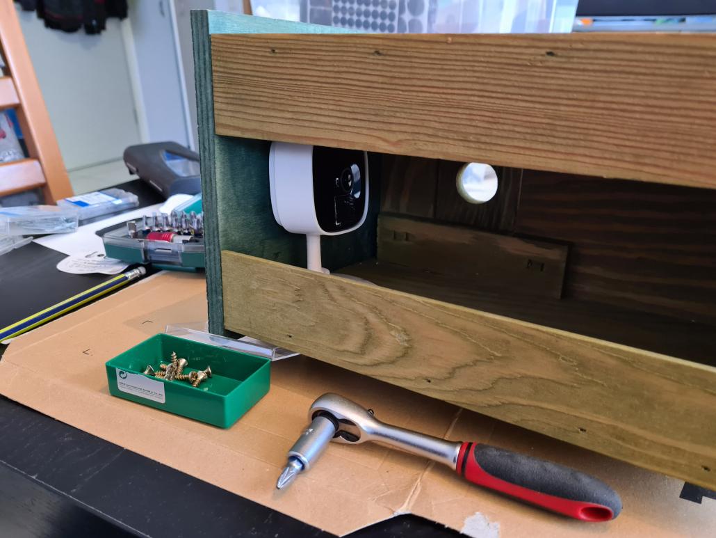 Einbau der Kamera in das Vogelhaus