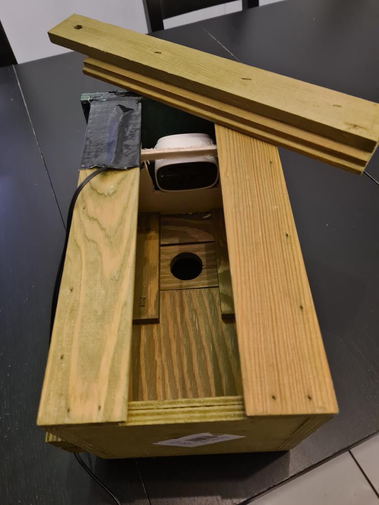 Die eingebaute Kamera mit Zwischendecke.